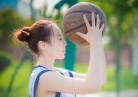 有心練球無人傳授 美女籃球場苦等有緣人