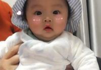 給寶寶晒太陽好,但要注意別讓這幾個誤區傷了寶寶。