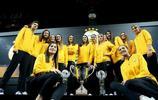 朱婷領銜的瓦基弗銀行隊,在土耳其展示女排世俱杯冠軍獎盃