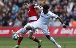 足球——英超聯賽:斯旺西平米德爾斯堡