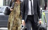 凱拉·奈特莉、詹姆斯·萊頓夫婦甜蜜出行,夫妻臉同表情。
