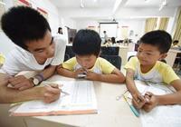 為什麼有些家長熱衷把孩子送到校外培訓機構或輔導班?這樣一定能提高成績嗎?