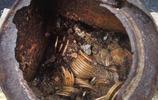 美國夫婦在自家後院挖出千枚金幣,價值超八千萬,一夜暴富