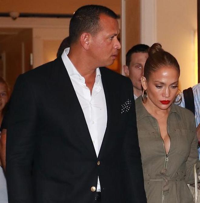 詹妮弗·洛佩茲和阿萊克斯·羅德里格茲在紐約與友人共進晚餐!