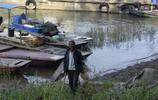 農民長江堤內挖一物,用它做一事每天可掙100多元,看看做的啥?