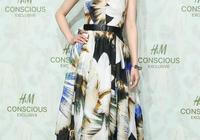 佟麗婭接新代言,百元碎花裙也能穿出高級感,氣質優雅更顯年輕了