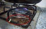 家裡煤氣灶油汙多?千萬別用布擦,教你1招,馬上乾淨像新的一樣