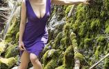 山林中小溪邊遊玩旅拍寫真鑑賞,網友:這身材不錯啊