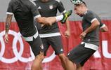 德甲,拜仁大將訓練場動真格,J羅腳踢裡貝里頭球,雙方玩了起來