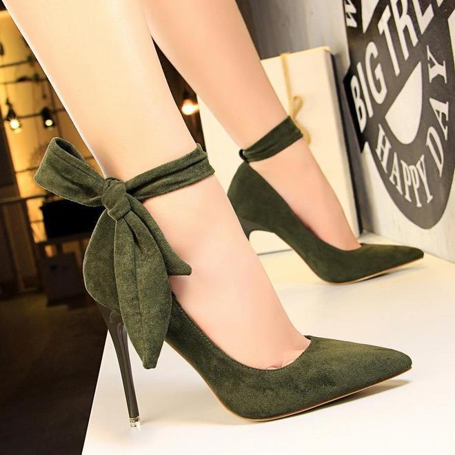 腰粗屁股大女人,千萬別穿運動鞋!瞧下面女人這樣穿,腿長又顯高