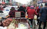 開封:在農村進入私家車時代,集鎮綆上的自行車更耀眼