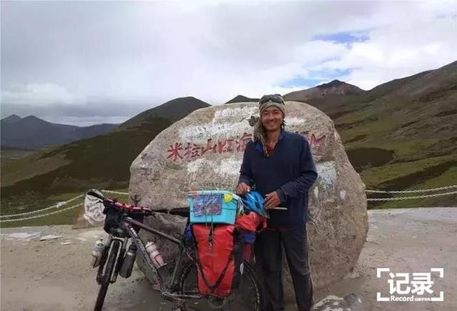 一個人,一輛單車,一隻貓,9000公里,跨越6個國家,致敬。