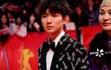 王源出席柏林電影節閉幕式紅毯,外網無修圖出爐顏值什麼水平?