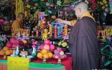 您見過嗎?左手指天的釋迦牟尼佛誕像。拜過其他寺廟就知有多稀罕