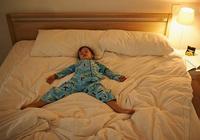 天氣再冷,晚上也別讓孩子這樣睡,有損孩子健康,寶媽要當心了