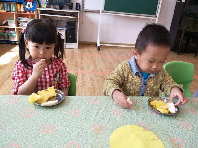 孩子吃水果好處多,但這幾種最好少吃,可能會損傷腸胃,別大意了