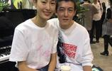 陳冠希秦舒培兩人出席活動撒狗娘,網友:沒有證的愛情真的幸福嗎