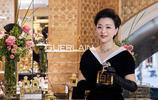 51歲楊瀾和51歲黃綺珊同框現身,看到正面照,網友:差距出來了!
