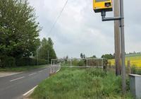 為了保持寧靜、老少安全 英國鄉村婦女仿造雷達監控儀
