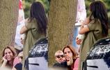 梅根帶阿爾奇王子看哈里馬球賽,新手媽媽抱娃姿勢被批不正確