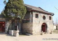 古建築群掩映在蒼松翠柏之中,河南安陽白龍潭廟