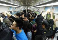 """在公交車上你碰見過哪些渣男吃女生""""豆腐""""的行為?對此你是怎麼看的?"""