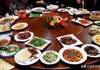 回老家過年,家庭聚餐去飯店,這桌菜才一千塊錢,真實惠