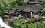 全國獨有,瀑布上的千年古鎮。人比周莊少,比同裡便宜