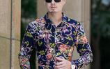男人一旦過60,別再穿圓領衫,建議學下圖這麼穿,顯年輕賊氣派