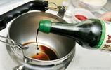 水壺裡有水垢後喝水有渣子,往裡扔個簡單工具,水壺立馬光亮如新