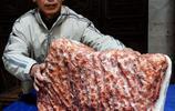 """男子喜獲一塊重45公斤""""五花肉"""" 收藏者說值錢 大家給開個價"""