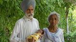印度81歲老爺爺和73歲老奶奶生下健康男寶,堅持母乳餵養