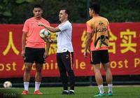 澎湃新聞:布朗寧是中國球員之前咋不用?恆大連續兩年食言!