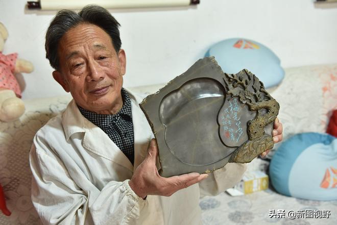 """一塊硯臺賣了6.8萬元,75歲老人傳承5代技藝,""""複製""""出明朝貢品"""