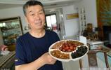"""72歲老人奔走10年花費10萬元打造""""石頭宴"""" 一桌子都是""""硬菜"""""""
