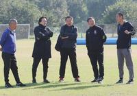 足球青訓蓬勃發展之下也有隱憂:不能總是讓教練靠熱情幹事業