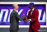 NBA選秀現場官宣2換1交易,前火箭巨頭,拿下詹皇寄予厚望的天才