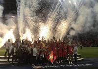 多圖流:C羅舉起歐國聯冠軍獎盃,佩佩纏繃帶慶祝