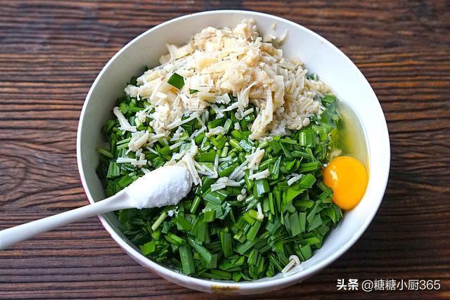 包韭菜盒,不用死麵,不放粉條,這麼做卻好吃到撐,老公連吃5個