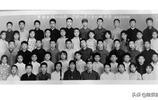 42年前軍人和小學生合影 同學們在照片上留名 大家現在在哪裡