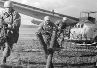 二戰時,德國傘兵為何不能人槍共投?美國:他們笨他們窮