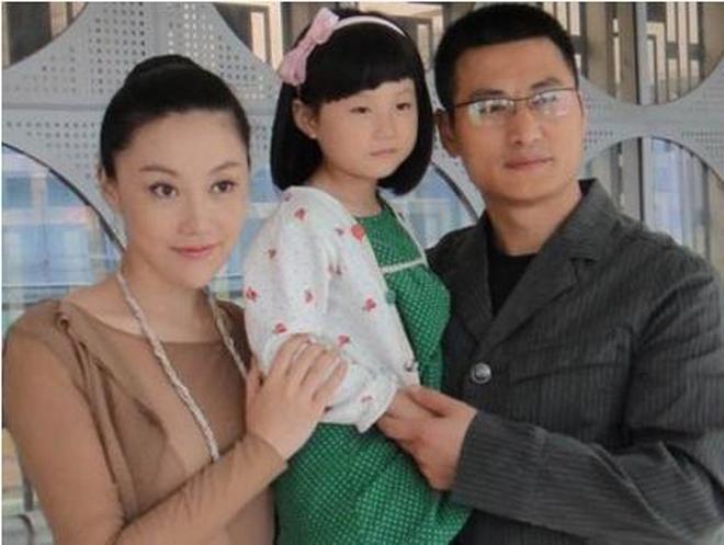 趙薇初戀男友,兩人反目後娶陸毅吳京深愛的女人,現走街上無人知