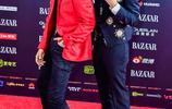 鄧超鹿晗父子檔搞怪出席芭莎明星慈善盛典紅毯!