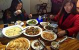 """皖北飯店吃大餐""""燒羊拐"""",6菜一湯味道好,僅花160元,貴嗎?"""