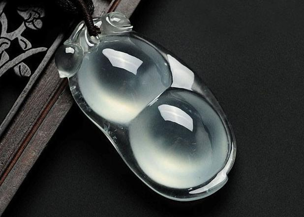 全場沸騰!6萬塊翡翠原石,切出價值的千萬玻璃種手鐲!