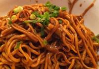 潢川的熱乾麵與武漢的熱乾麵有什麼不同?