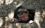 實拍越南當年作戰時為躲避美軍的隧道,美軍發現後也不敢摧毀