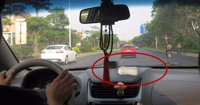 為啥老司機會在車內放塊肥皂?知道用途後,我也照做了!