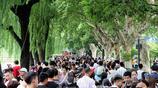 杭州:國慶中秋長假西湖遊人如織