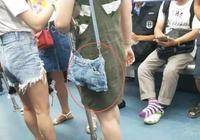 現在的女孩太豪放了,地鐵上褲子穿成這樣,你以為這是在廁所啊